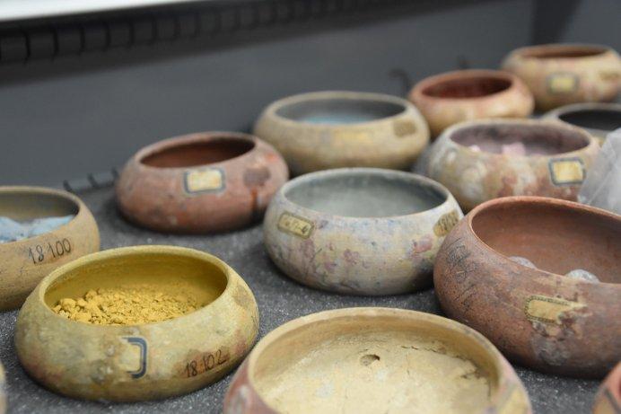 Pompeii-pigment-jars-3