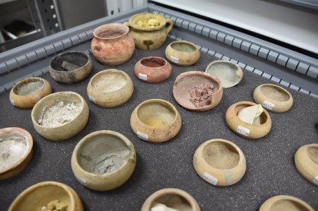Pompeii-pigment-jars