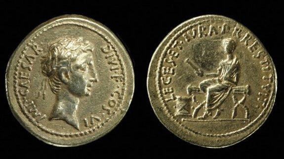 LEGES ET IVRA P[OPVLO] RESTITVIT Aureus British Museum.jpg