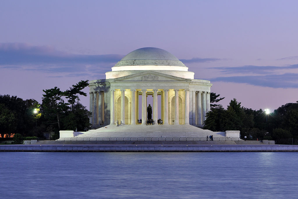 1024px-Jefferson_Memorial_At_Dusk_1